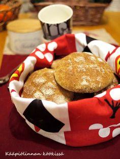 Kääpiölinnan köökissä: Bun in my mouth - superhelpot ruisleipäset My Mouth, Cookies, Breakfast, Desserts, Food, Crack Crackers, Morning Coffee, Tailgate Desserts, Deserts