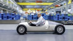 People are 3D printing all sorts of things these days, from cat armor to bikinis. Audi just surpassed them all, though; it 3D printed a replica of a 1936 Grand Prix sports car.