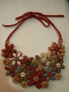 вязаные цветы,деревянные бусины,валяные элементы, necklace