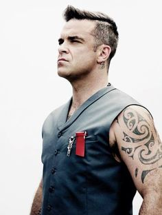 Welcome to your number one source dedicated to Robbie Williams, british singer and entertainer. Here you will find pictures and gifs related to his solo career and Take That. Robbie Williams, Mod Music, Robin, Gary Barlow, Fashion Magazine Cover, Music Bands, Pop Group, Cool Bands, My Idol