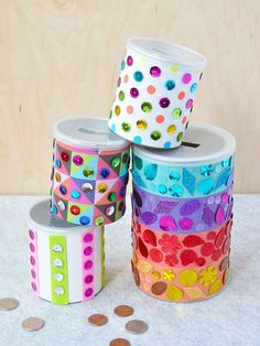 A penny saved is a penny earned and saving has never been more fun than with these rainbow-hued sequin piggy banks! - Piggy Banks - Ideas of Piggy Banks Cute Diy Projects, Diy Home Decor Projects, Diy Hacks, Piggy Bank Craft, Diy For Kids, Crafts For Kids, Tape Painting, Cute Diys, Easy Crafts