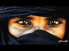 Tartit Touareg Mokubor - track 8 (authentic Tuareg music) // I haven't listened to this yet. Beautiful Eyes, Beautiful People, Amazing Eyes, Tuareg People, Portraits, Arabian Nights, North Africa, World Cultures, People Around The World