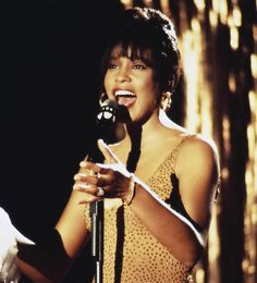 Listen to music from Whitney Houston like I Wanna Dance with Somebody (Who Loves Me), I Will Always Love You & more. Find the latest tracks, albums, and images from Whitney Houston. Whitney Houston Pictures, Everybody Dance Now, Vintage Black Glamour, Music Memes, Love To Meet, Female Singers, Latest Music, American Singers, Photoshoot