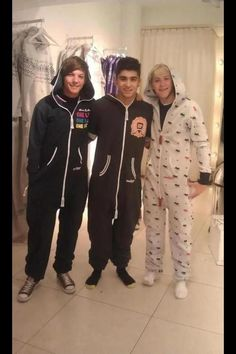 One Direction Onesies! Louis, Zayn and Niall One Direction Wallpaper, One Direction Humor, One Direction Pictures, I Love One Direction, One Direction Imagines, X Factor, Wattpad, Thing 1, James Horan