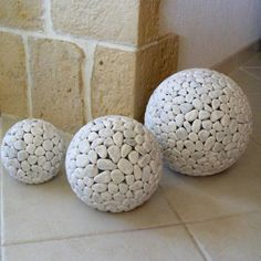 Galets Deco & Design : Garden fittings home decor stone products. Galets Deco & Design : Garden fittings home decor stone products. Diy Home Crafts, Garden Crafts, Garden Projects, Garden Spheres, Garden Balls, Topiary Garden, Herb Garden Design, Garden Deco, Concrete Crafts