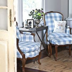 Beautiful I love buffalo check! I redid both of these vintage chairs in the same fabric. The post I love buffalo check! I redid both of these vintag . Farmhouse Interior, Home Interior, Interior Design, Rustic Farmhouse, Decoration Ikea, Vintage Chairs, Home And Deco, French Decor, White Decor