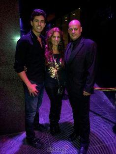La guapísima Sonia Monroy y su novio de copas por Barcelona