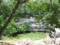 Cenote sagrado en Chichen Itza.