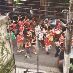 A marcha alegre se espalhou na rua e insistiu #RitmoDeFesta #Carnaval @marcolorscheitter