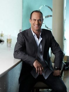 Christopher Meloni. Now that is good looking. Just saying