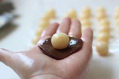 Brigadeiro prestígio                                                                                                                                                                                 Mais Köstliche Desserts, Delicious Desserts, Yummy Food, Gourmet Cupcakes, Chocolate Shop, Chocolate Recipes, Chocolates Gourmet, Bike Food, Coco