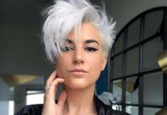 Beste Kurzhaarfrisuren 2018 Longer Pixie Haircut, Silver Blonde Hair, Stylish Haircuts, Love Hair, Layered Hair, Hair Today, Hair Dos, Short Hair Cuts, Hair Inspiration