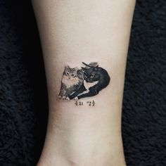 28 Miniatur-Tier-Tattoos für Frauen 28 Miniature Animal Tattoos for Women Here you are! The dream tattoos of any animal lover – not to mention the adorable little tattoo designs you probably … tattoo for women Mini Tattoos, Love Tattoos, Beautiful Tattoos, New Tattoos, Body Art Tattoos, Small Tattoos, Tattoos For Guys, Cross Tattoos, Tatoos