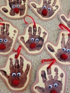 Handprint reindeer ornaments for #Christmas. Rudolph reindeer crafts for kids. #preschool #kidscraft