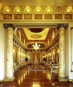 Palacio de las Garzas, Ciudad de Panamá - SkyscraperCity Vista del Salón Amarillo hacia el sur.Las lámparas chandelier contribuyen a realzar su elegancia y magnificencia.