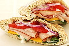 Add some zip to your lunch time routine. Pita breads are filled with ham, cheese, veggies and dressing for hearty sandwiches with market-fresh flavour. What's Cooking, Cooking Light, Cooking Recipes, Bread Recipes, Healthy Snacks, Healthy Eating, Healthy Recipes, Clean Eating, Most Delicious Recipe Ever