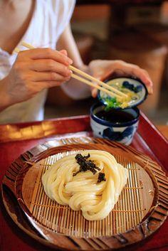 Cold Sanuki Udon, Popular Noodle Dish in Kagawa, Japan 讃岐うどん