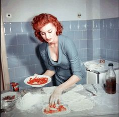 Italian actress Sophia Loren shows off her cooking skills in