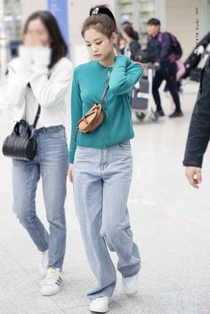 jennie airport fashion 190225 ICN Airport (from Malaysia) Fashion Idol, Blackpink Fashion, Kpop Fashion Outfits, Mode Outfits, Korean Fashion, Casual Outfits, Blackpink Jennie, Kpop Mode, Kim Jisoo