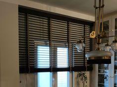 Nuestra última instalación: veneciana de madera a dos tonos. Preciosa. Blinds, Curtains, Home Decor, Two Tones, Venetian, Wood, Furniture, Shutters, Insulated Curtains