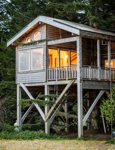 15 Swoon-Worthy Wild Coast Cabins in Haida Gwaii Tiny House Cabin, House On A Hill, Ideas Cabaña, Cabin Plans, House Plans, How To Build A Log Cabin, Pole House, Haida Gwaii, Cool Tree Houses