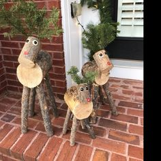 Log Reindeer Family 1 ogni piccolo medio e grande Wood Log Crafts, Wooden Christmas Crafts, Wooden Christmas Decorations, Rustic Christmas, Holiday Crafts, Christmas Diy, Christmas Ornaments, Wood Reindeer, Reindeer Craft