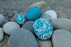 Peculiar Painted Stones - Darya Balova's 'Stones' project proves that it doesn't take much to make beautiful art. These hand-painted stones serve as typo.