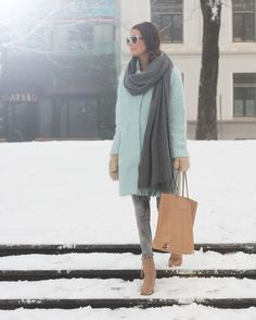 ❀ winter / fall outfit with light brown boots, huge cardigan, and
