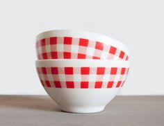 Set of 2 opal white glass bowl - Red gingham kitchen retro bowl - Arcopal French vintage 1970s seventies
