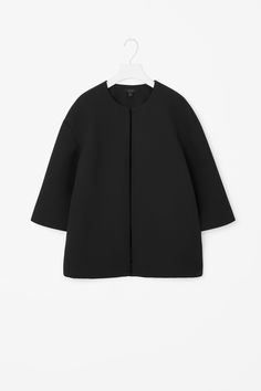 Wide-cut for a loose, boxy fit, this blazer is made from a padded scuba fabric. With a round neckline, it has 3/4 sleeves and a clean open front.
