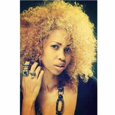 Are You bold enough for this look??? @nia_nazari is Oh So Fabulous with her blond tight kinky hair. We are loving it! Don't forget: Our Pre-color treated hair is coming soon! #onychair #tightkinky #blondehair #longlastingkinky #repost
