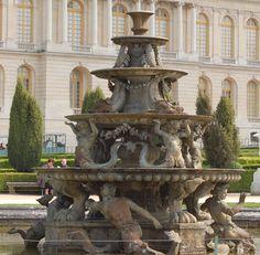 Fontaine de la Pryamide, Chateau de Versailles