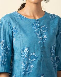 Printed Kurti Designs, Simple Kurti Designs, Kurta Neck Design, Kurtis, Designer Dresses, Tunic Tops, Silk, Lady, Womens Fashion