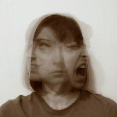A perturbação bipolar é a terceira doença de humor mais comum, a seguir à depressão major e ao transtorno distímico (ou distimia). Nesse sentido, é impossível olhar para esta doença sem preocupação, até porque a doença bipolar pode ser bastante incapacitante quando não tratada. Os doentes, assim como as suas famílias, devem estar bem informados para que se possam munir de ferramentas eficazes para gerir e superar os sintomas da doença. Este artigo é um bom começo.