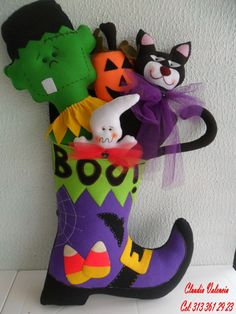 DECORAR TALLER DE MANUALIDADES Moldes Halloween, Manualidades Halloween, Fairy Halloween Costumes, Adornos Halloween, Halloween Rocks, Halloween Quilts, Halloween Fabric, Halloween Ornaments, Halloween Patterns