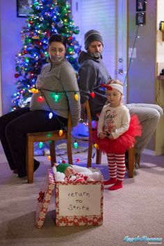 family christmas photo Family christmas photoshoot how to nail the family christ. , : family christmas photo Family christmas photoshoot how to nail the family christ. Funny Christmas Pictures, Funny Christmas Cards, Christmas Photo Cards, Christmas Baby, Christmas Humor, Newborn Christmas Pictures, Xmas, Christmas Pics, Photos Originales