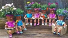 DIY Clay Pot People for Garden Decoration. These DIY Clay Pot Planter people are so adorable for gardening and garden decorating, it is Great idea for single homes with backyard that has stacked steps or benches, Clay Pot Projects, Clay Pot Crafts, Diy Clay, Craft Projects, Craft Ideas, Clay Flower Pots, Flower Pot Crafts, Clay Pots, Diy Flower