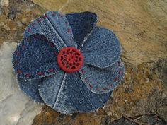 recyled denim jeans flowers....they would be cute on a bunch of projects....like the extra stitching for color and a vintage button for charm.