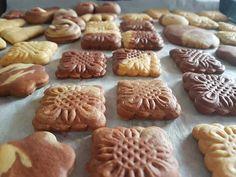 Πεντανόστιμα και υγιεινά μπισκοτάκια με μέλι και ελαιόλαδο! Ιδανική συνταγή για παιδιά και όχι μόνο! Childrens Meals, Baking Soda, Cookie Recipes, Biscuits, Cookies, Sweet, Desserts, Food, Lab