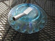 5 ways to attach the stem to glass plate flowers Glass Garden Flowers, Glass Plate Flowers, Glass Garden Art, Flower Plates, Garden Totems, Bottle Garden, Diy Flowers, Dish Garden, Flower Diy