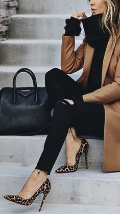 Don't know what to wear to work? Check out this Casual Outfits. You will want to wear them all! Classy Outfits, Chic Outfits, Fashion Outfits, Womens Fashion, Fashion Trends, Work Outfits, Fall Winter Outfits, Autumn Winter Fashion, Work Fashion