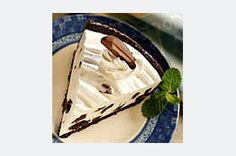 Cool off on a hot summer day with a slice of this no-bake cheesecake flavored with chopped chocolate sandwich cookies, yogurt and whipped topping. Whip Cheesecake, Pineapple Cheesecake, Cookies And Cream Cheesecake, Baked Cheesecake Recipe, Oreo Cookies, No Bake Cookies, Sandwich Cookies, Yummy Treats, Delicious Desserts