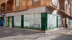 Forro decoratico de #cespedartificial en fachada. Bar, Artificial Turf, Vertical Gardens