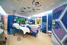 El Hospital Sant Joan de Déu estrena una decoración ambientada en el espacio sideral para reducir el estrés en los niños que se tienen que hacer un TAC o una resonancia magnética