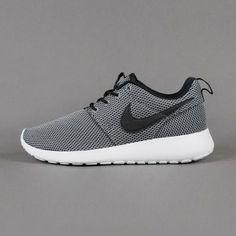 awesoem running shoes. #Nikerosheshoes #runningshoes #womenshoes