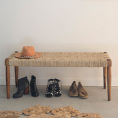 Best DIY Entryway Bench Projects (Ideas and Designs) DIY A DIY entryway bench is not necessarily an easy thing to make. The purpose of a bench, after all, is to provide seating space for people who are enter. Freedom Furniture, Different Types Of Wood, Entrance Ways, Home Organisation, Built In Bench, Recycled Wood, Online Shopping Stores, Entryway Bench, Diy Design