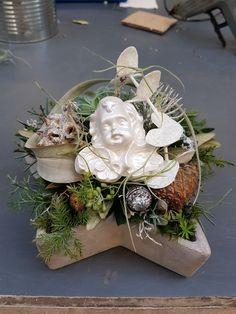 #Floristik#swiss#1lehrjahr#madebymyself#Engel Christmas Wreaths, Holiday Decor, Home Decor, Angels, Christmas Swags, Room Decor, Home Interior Design, Christmas Garlands, Home Decoration