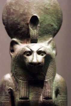 Bastet  Fertilidade, eclipse solar  Mitologia egípcia