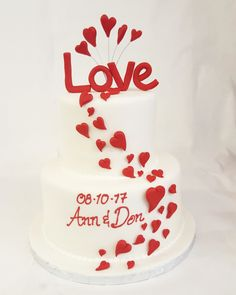 Feeling all the feels with this fondant love cake