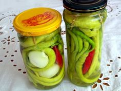 ardei iuti murati Canning Pickles, Celery, Cucumber, Food And Drink, Cooking Recipes, Vegetables, Boss, Garden, Canning